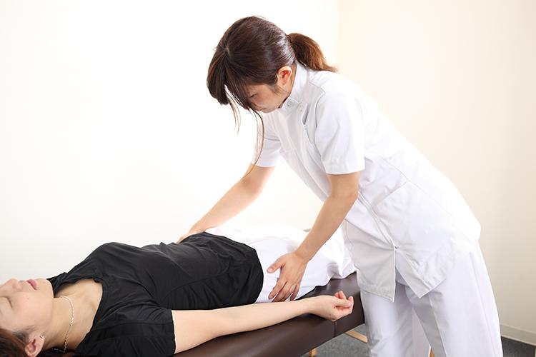 肩や腰をほぐすのではなく、内臓からこりや痛みを起こさない体にしていく