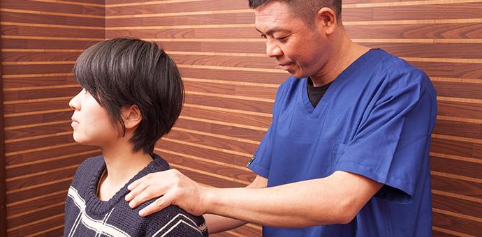 肩をマッサージをするよりも大事な原因を特定する検査